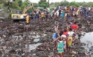 persone-al-ritiro-acque-dopo-ciclone-Idai-Mozambico