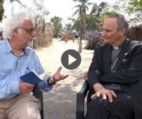 Patrizio Roversi incontra monsignor Zuppi in Mozambico